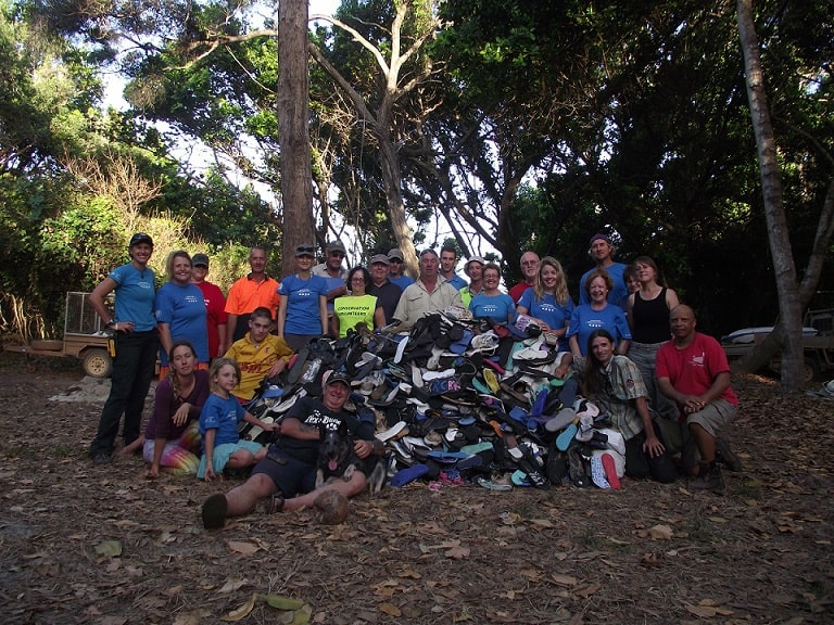 Volunteers at the 2013 Chilli Beach Clean Up and the 4,575 thongs recovered from 6.5km of beach